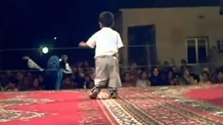 Algerie:UN PETIT CHIKOR ALGERIEN DANSE,,,,,,,,,,,,,,,,,,,,