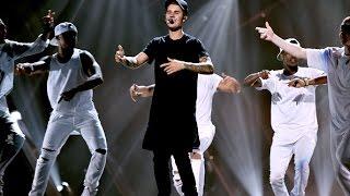 Justin Bieber cries in Performance