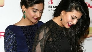 Jacqueline Suffers Wardrobe Malfunction But Sonam Saves Her !