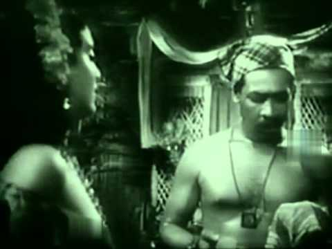 La balandra Isabel llegó esta tarde (1950) [Subs: Español, English]