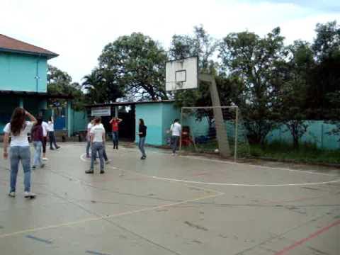 Garotas jogando futebol Final do Ensino Médio