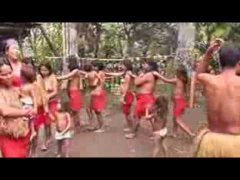 Tari telanjang suku Amazon