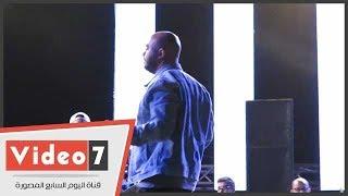 محمود العسيلى يتعرض لموقف محرج فى حفل مهرجان 7 ساعات مزيكا