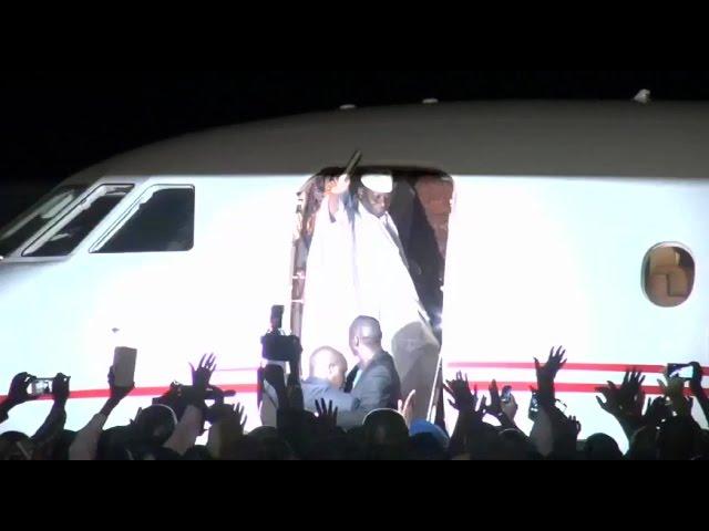 Après 22 ans au pouvoir, le président sortant Jammeh quitte la Gambie