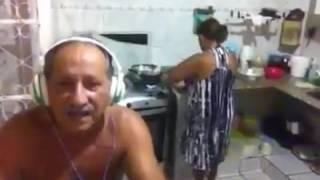 Homem Canta e Trola a Mulher se Assusta... kkkk