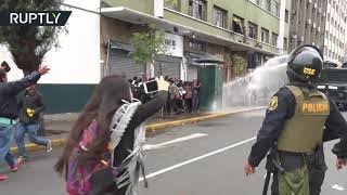 Protest of teachers in Peru: Police use tear gas & water cannons