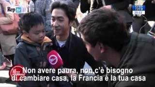 Parigi, il padre al figlio: