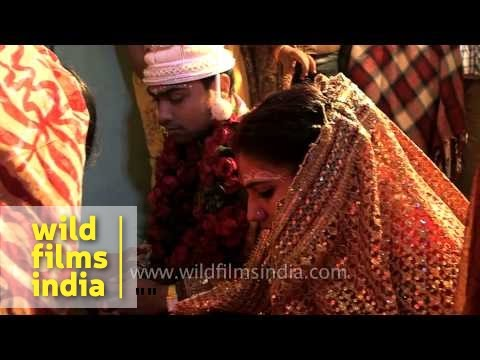 Bride cries as she readies to leave for her new house : Bengali wedding