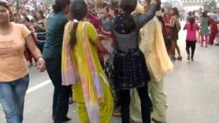 Bailando en la frontera de India y Pakistan