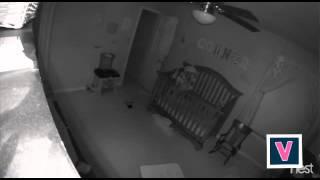 Des parents filment leur bébé possédé, seul dans sa chambre !