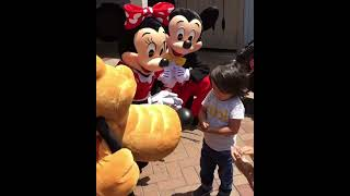 Mickey, Minnie and Pluto communicate with child in sign language!