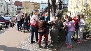 Андреевский Спуск: Памятник Проне и Голохвастову Обожают в Киеве!