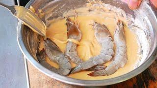 Cambodian Street Food - GIANT EGG BATTERED PRAWNS Phnom Penh Cambodia