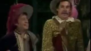 2x32 - El Chavo - Chespirito: Cyrano de Bergerac / El Chavo: Don Ramón jardinero - 1974 (1/3)