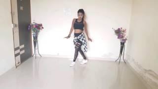 رقص هندي على اغنية Nashe Si Chadh Gayi