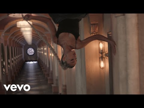 Ariana Grande - no tears left to cry Video Clip