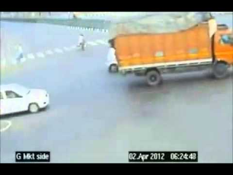 Road Accidents in India caught by live CCTV camera
