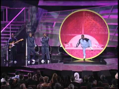 Jamie Foxx serenades Serena Williams at the ESPY Awards Tennis Ball