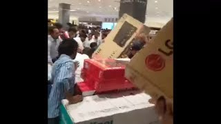 Yesterday in Abu Dhabi.. 30 Minutes Offer.. Everything For Free.. In