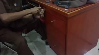 Buka lemari tanpa kunci