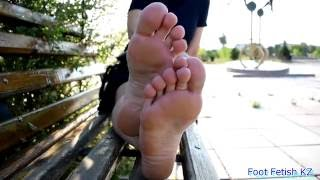 Feet soles toes girl. Fly of feet FullHD (36)