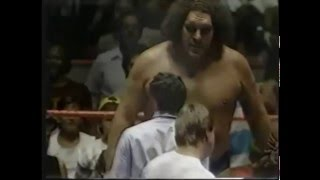 Andre The Giant vs Rowdy Roddy Piper