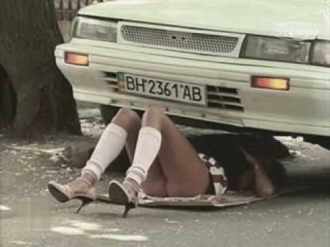 Apanhados De mini saia debaixo de carro