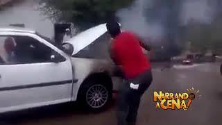 Carro pega fogo ..e olha o que o trator fez .