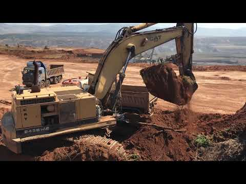 Cat 245B Excavator Loading Trucks