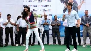 """Chal Wahaan Jaate Hain"" Song Tiger Shroff And Kriti Sanon Dancing In The Rain"