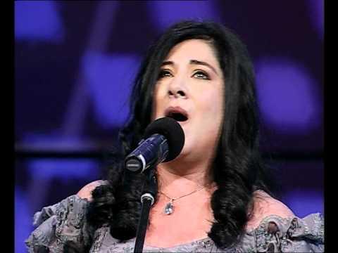 INCREIBLE miren como canta esta mujer