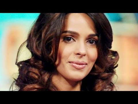Mallika goes fully nude for Hisss