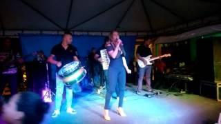 Capô de fusca da cantora da banda balanço da sanfona em Baliza