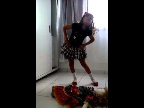 Sofia dançando luiz gonzaga