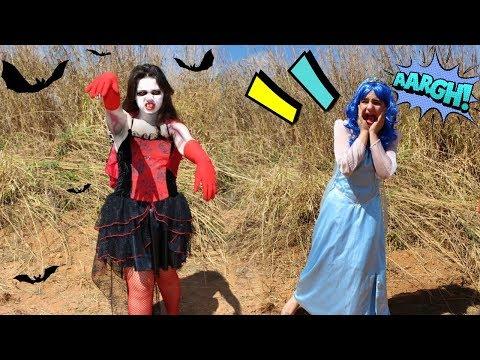 Xxx Mp4 ELSA FROZEN BLUE FOI ATACADA POR UMA VAMPIRA Princesas Na Vida REAL 3gp Sex