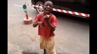 menino da rua com grande talento, luanda, angola, para a cuca.
