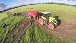 RG contracts spreading slurry - umbilical slurry with a fendt 828