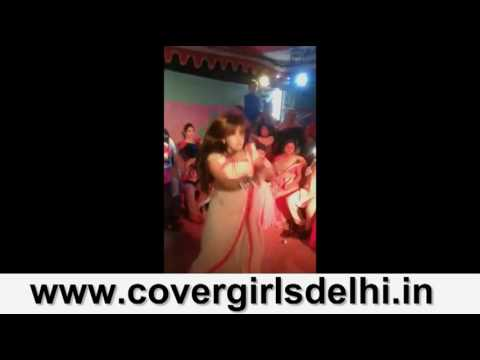 Sexy Desi Indian Aunties, Girls & MILFs dancing on Wedding (Hot and Seductive)