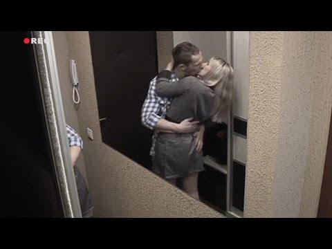 seksualnaya-zhenshina-v-rubashke-video
