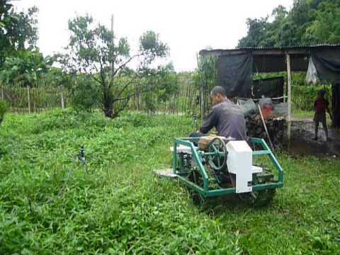 สิ่งประดิษฐ์จากวัสดุเหลือใช้ รถตัดหญ้าอเนกประสงค์ 1