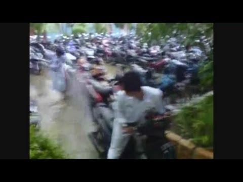 Semprotan air dengan Ban Motor di sma (Funny Video) Mosaic IPA 5 Smasabo