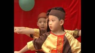 Môn sinh nhí trường mầm non Hoa Anh Đào biểu diễn chặt gạch