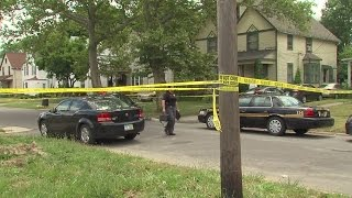 Lorain man killed in his home, suspect makes unusual stop after alleged murder
