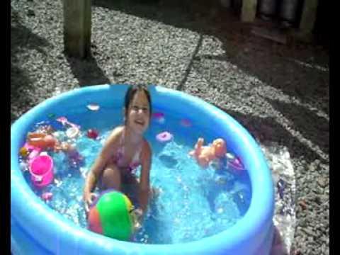 Camilinha na piscina