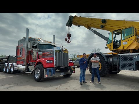 A day in the life with SHOWTIME moving heavy iron around Houston 🤘🏼kenworth W900 Heavy Haul truck