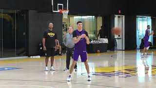 Lonzo Ball sports new look at Lakers