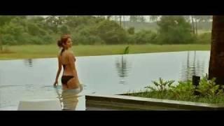 Anushka sharma kiss & bikini scene from the movie Ladies vs. Ricky Bahl