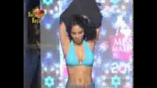 Watch Kamasutra Model almost go nude on Ramp