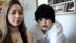 garoto se assusta cantando musica do latino