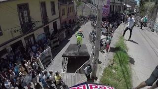 Follow the Leader Urban Downhill MTB Edition | Red Bull Valparaíso